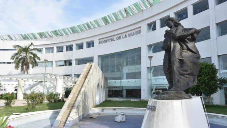Cesan en Tabasco a director del Hospital de la Mujer por violar los protocolos… y vacunarse contra el Covid