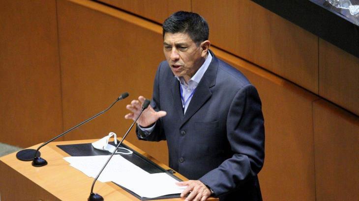 """Plantea senador de MORENA dar 9 años de prisión a quienes se """"salten"""" la fila de vacunación contra el COVID-19"""