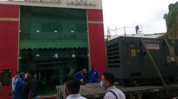 Remueven planta de energía mal instalada frente a oficina pública en Centro de Villahermosa