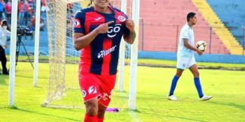 Revelan que ´Gullit´ Peña gana más de 120 mil pesos al mes como fichaje estelar del FAS de El Salvador