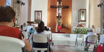Viven feligreses jueves santo... en Catedral del Señor de Tabasco