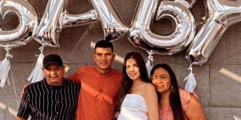 Jesús Gallardo tendrá un niño, lo celebra con su prometida y sus papás