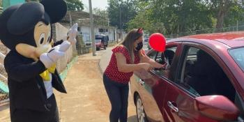 Con caravana vehicular kínder de Centro celebra el Día del Niño a sus estudiantes