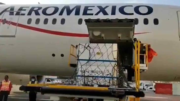 Llegan a 5.7 millones de dosis de AstraZeneca, serán envasadas en Estado de México