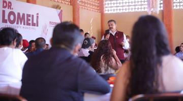 Carlos Lomelí, candidato de Morena en Guadalajara, promete en campaña tarjetas para mujeres